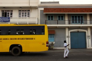 pondicherry-bus-jaune