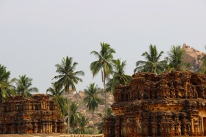 ruines-palmiers-hampi