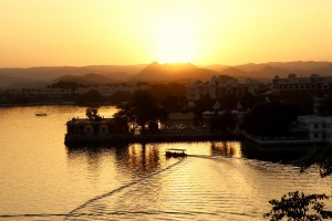 sunset-lake-udaipur