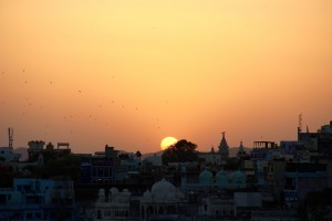 sunset-rooftop-pushkar