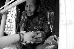 femme-visage-tattoo-birmanie
