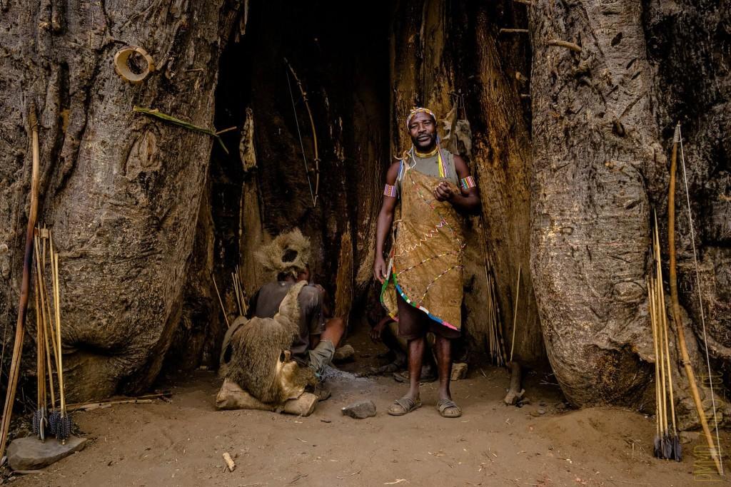 hadza-tribu-chasse-tanzanie